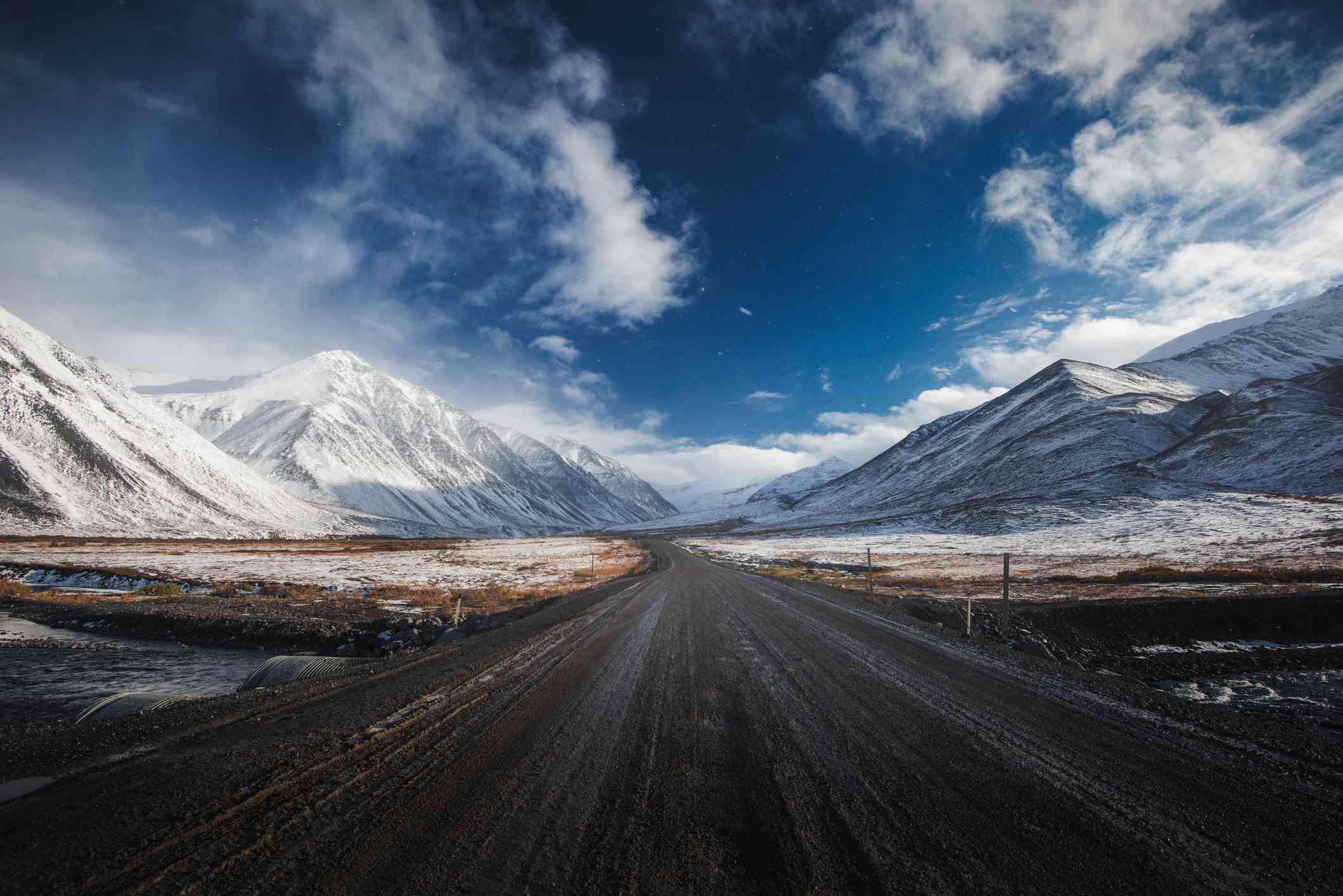 Snowy mountains on both sides of Dalton Highway