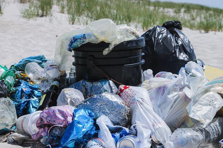 Canadá avanza con su prohibición de plásticos de un solo uso
