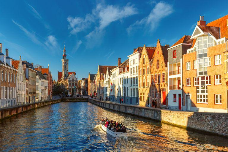 Más allá de Venecia: 8 ciudades del canal imperdibles