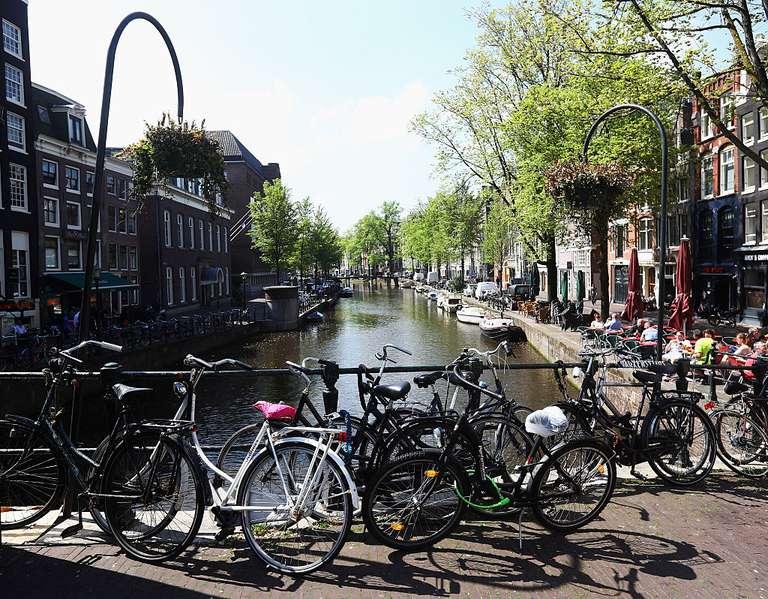 Holanda pagará a la gente para que salga de sus coches y suban a las bicicletas