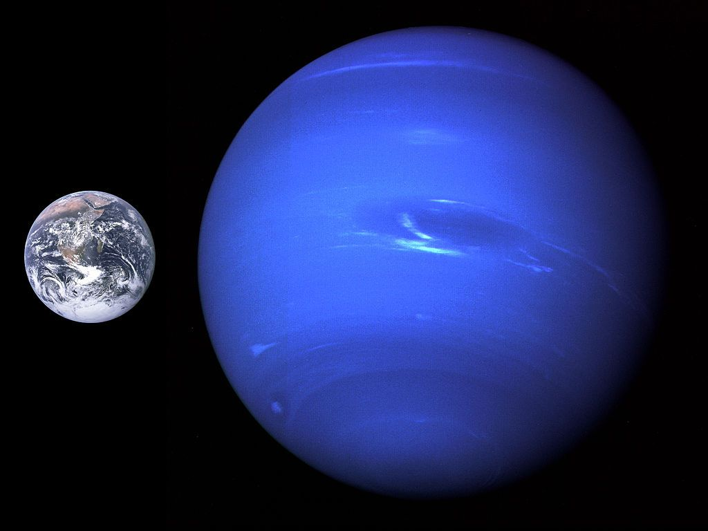 a size comparison of Neptune and Earth