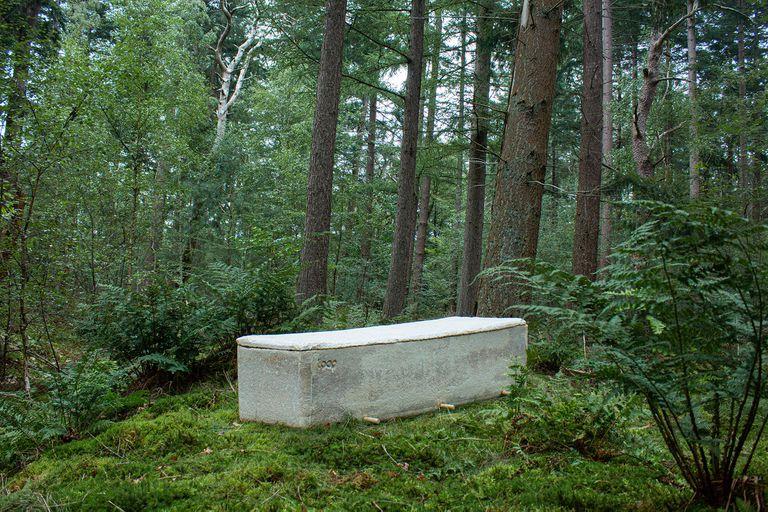 Living Cocoon mycelium coffin Bob Hendrikx - Loop Biotech