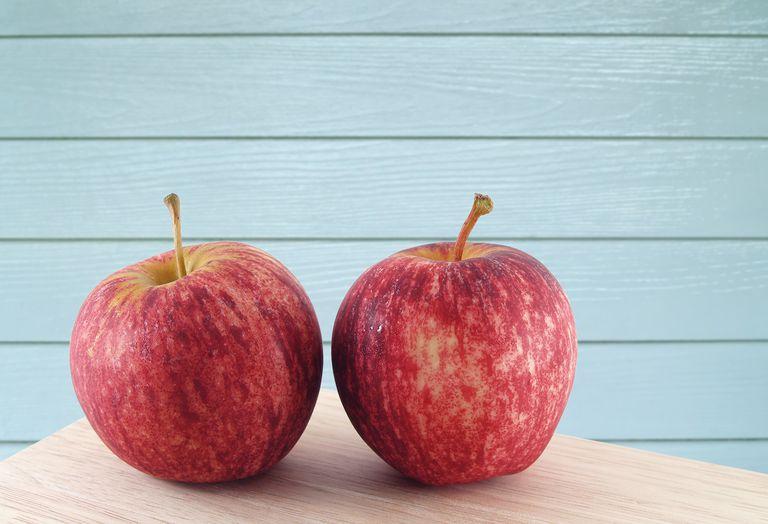 El productor espera que las rebanadas de manzana que no se doren cambien la opinión de los compradores sobre los transgénicos
