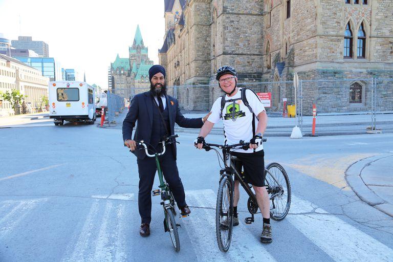 Líder del PND de Canadá pide una estrategia nacional de ciclismo