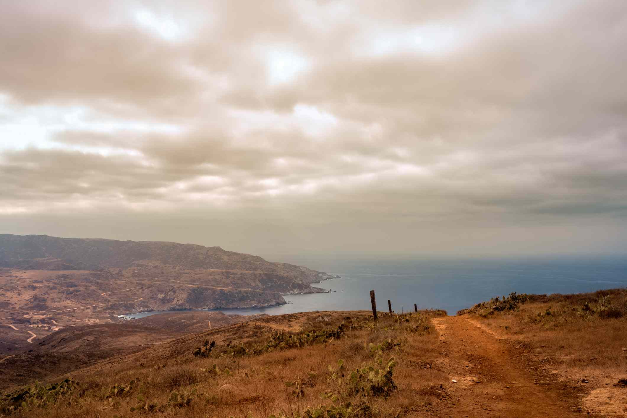 Scenic view of sea and mountains from Trans-Catalina Trail
