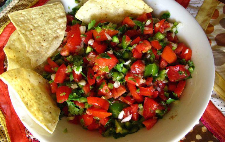 Cómo cultivar un jardín de salsa para picar picante de verano