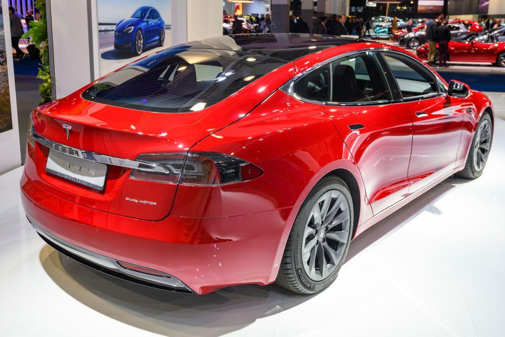 Tesla Model S dual motor all electric sedan