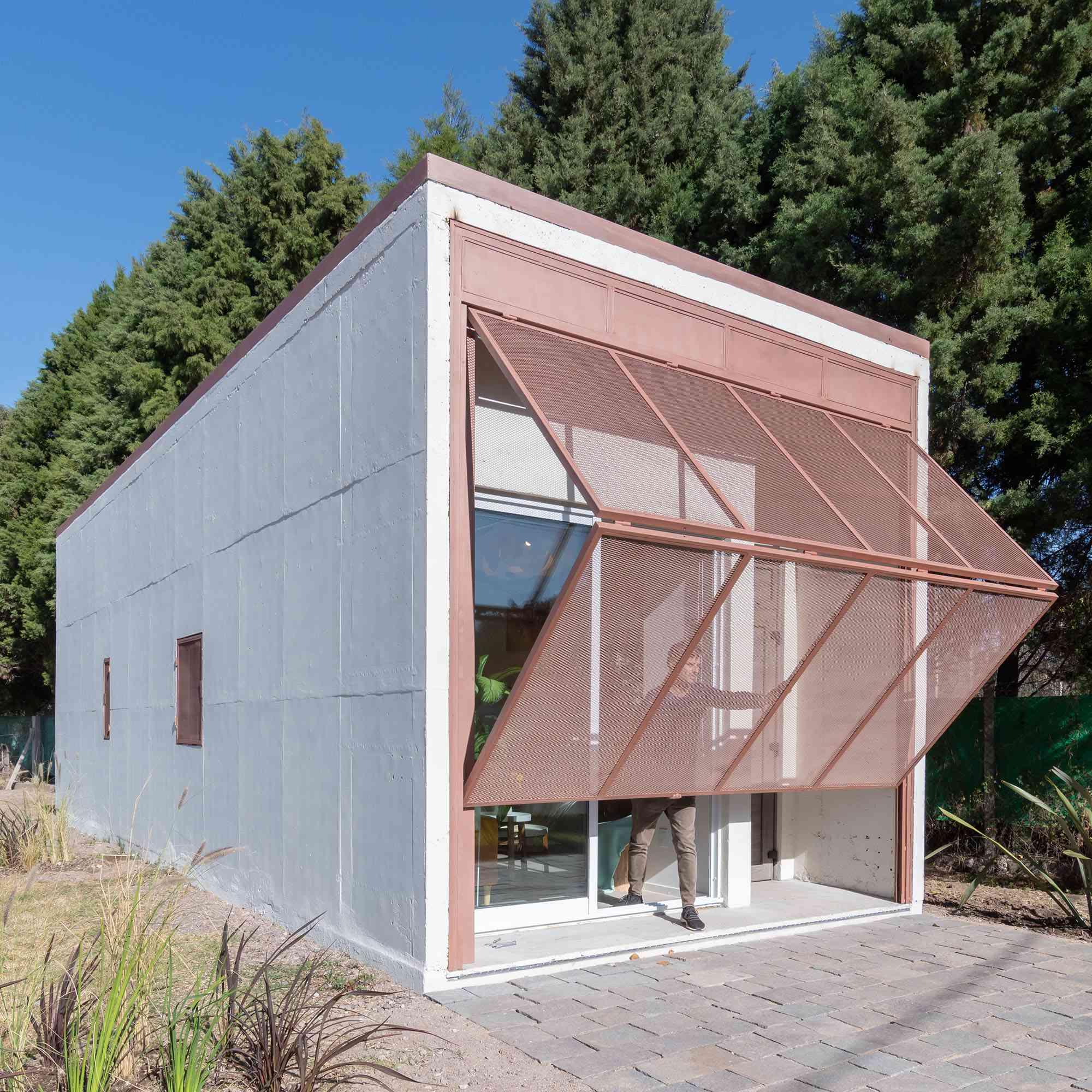 Hüga prefabricated house by Grandio mesh folding door