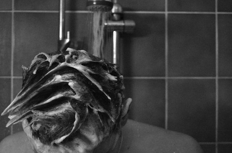 Hace un año, James Hamblin dejó de ducharse. ¿Qué está haciendo él ahora?