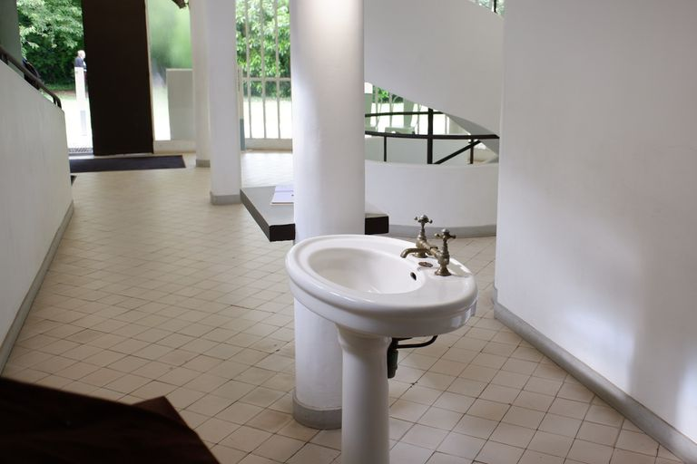 a sink in the hall?