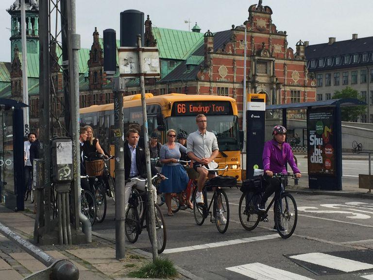 ¿El combustible de un ciclista produce tantas emisiones de CO2 como el de un ciclista?