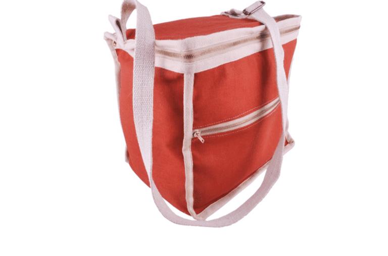 La bolsa de almuerzo limpia no contiene plástico y está aislada con restos de lana