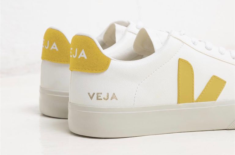 diseñador cadena Autenticación  Veja's New Vegan Sneaker Is Plant-Based and Biodegradable