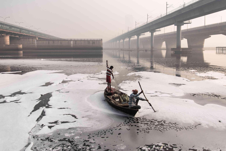 pollution boat delhi