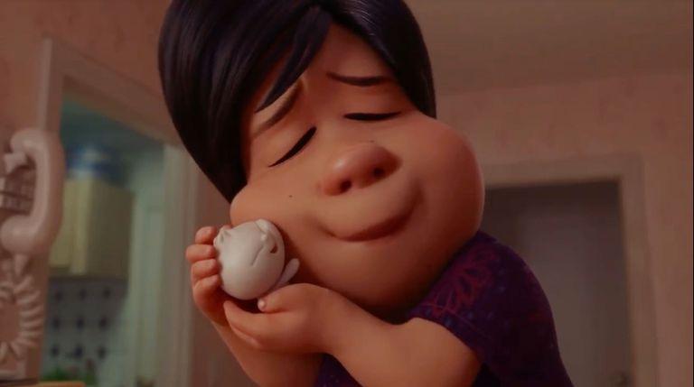'Bao', ganadora del Oscar, trata sobre una mamá que cree que una bola de masa es su bebé, y lo entiendo