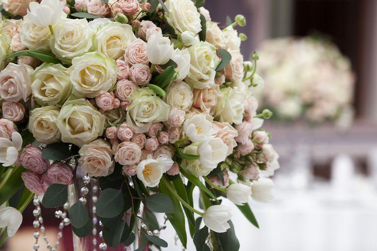No tires las flores de tu boda, compártelas