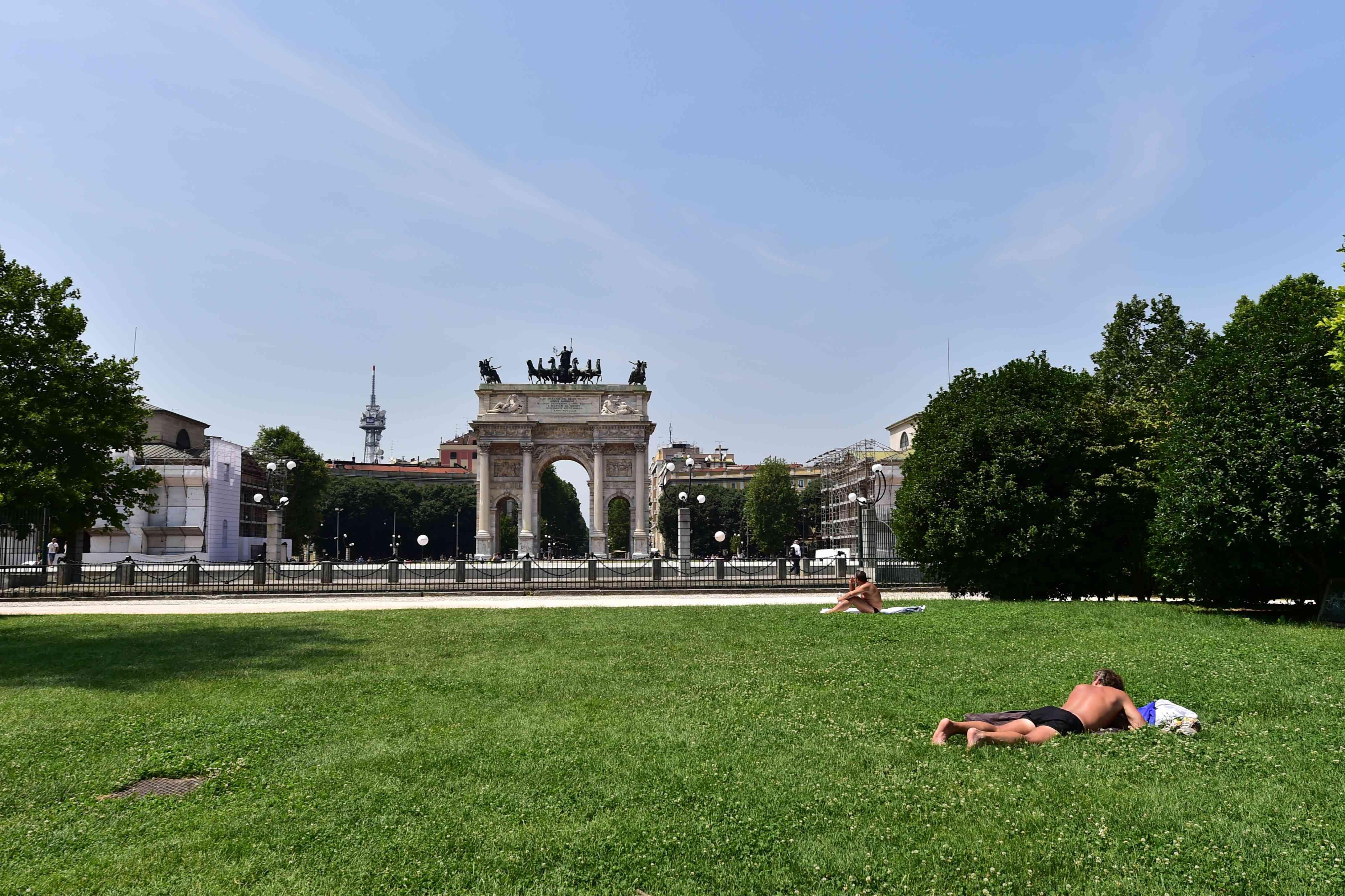 Sunbathing on a hot day in Milan