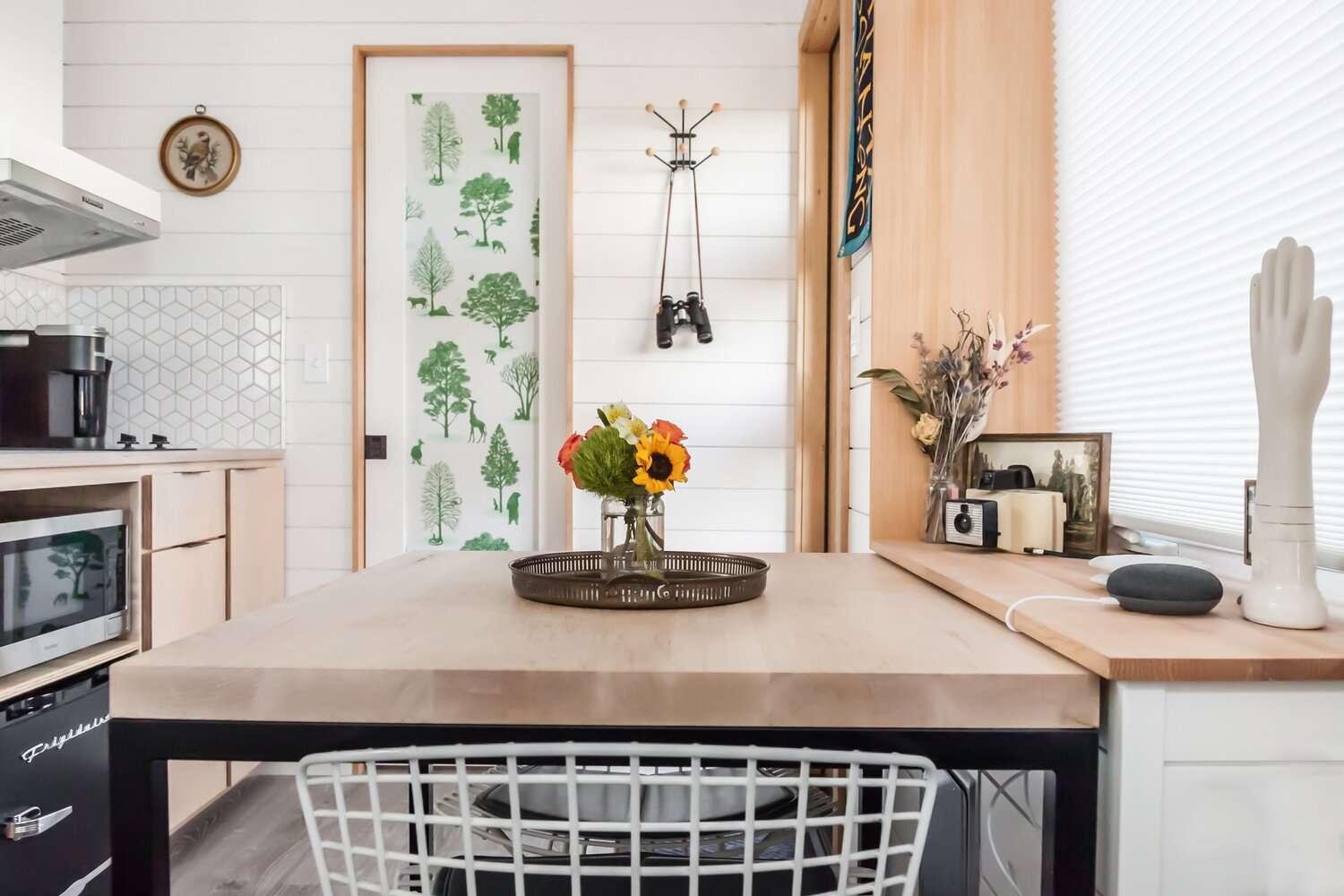 tiny house 2 for rent dining table